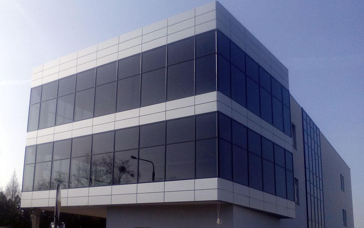 Płock - biurowiec Flexpol - fasada szklana w systemie Aluprof