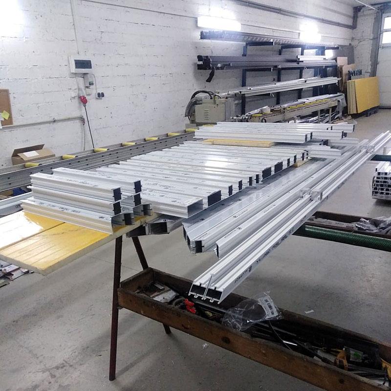 Produkcja okien, drzwi i fasad z aluminium